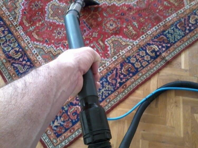 Sproei extractie tapijt reinigen